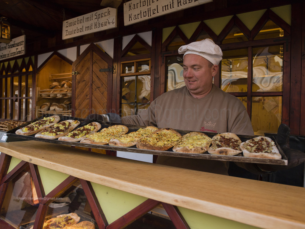 Merano 035M mercatino di Natale gustose Dinnede