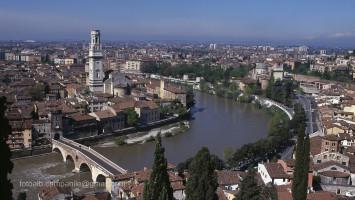 VR Verona 010 Il Ponte della Pietra e il campanile del Duomo