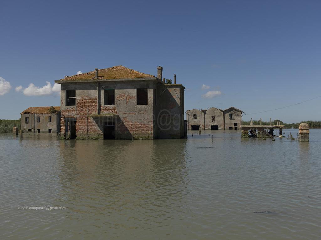 House, Batteria island, Po river, Porto Tolle, Polesine, Veneto, Italy, Europe Alberto Campanile Hasselblad H3D  2014-08-17 11:03:26 Alberto Campanile f/9.5 1/640sec ISO-100 60mm
