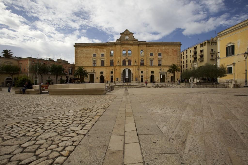 Palazzo dell'Annunziata, Piazza Vittorio Veneto (1)