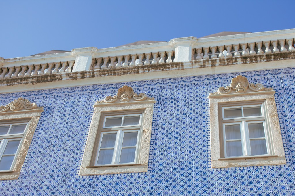 facade-3867803_1920