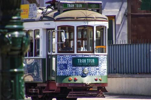 Lisbona, andar per azulejos